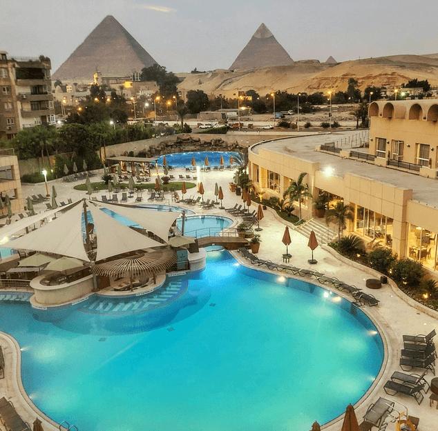 ristoranti e resort con vista sulle Piramidi
